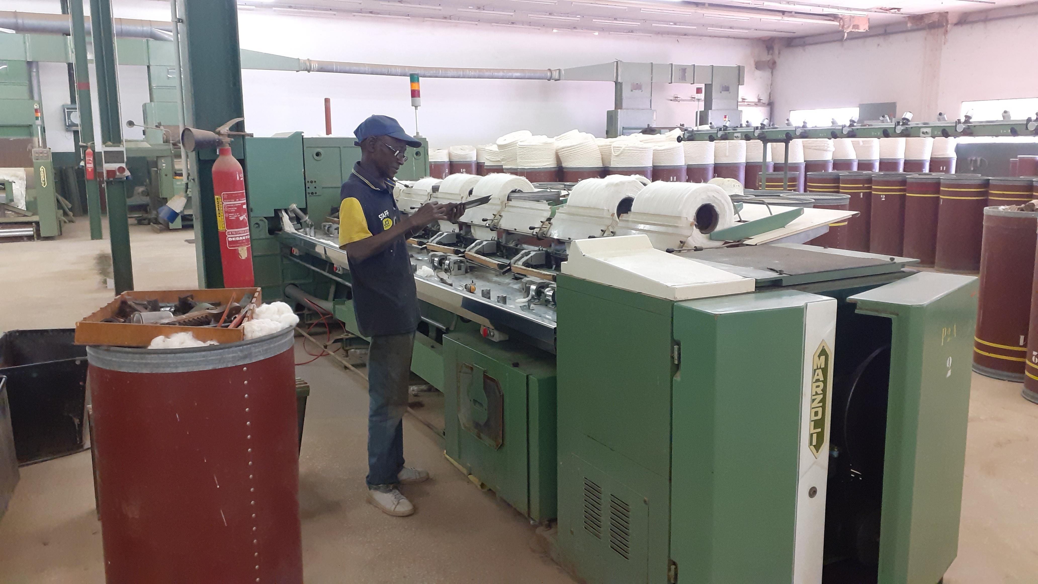 Arbeiter in Textilfirma