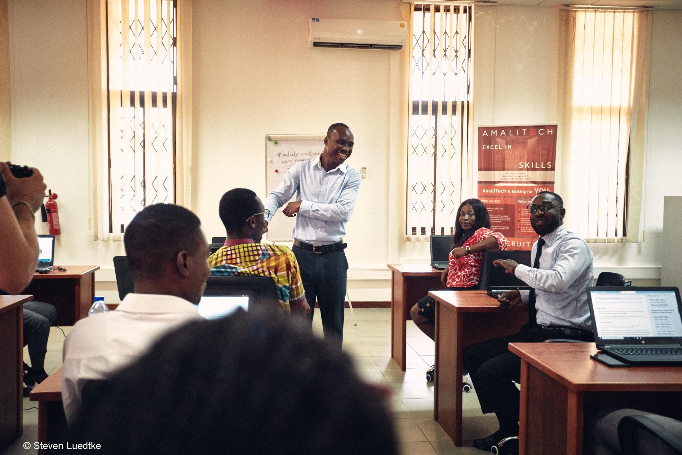 Teilnehmer bei einem Amalitech-Workshop